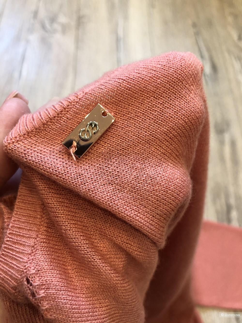 Шерстяной пуловер с пайетками  Escada Sport S