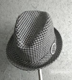 Шляпа с брошью, Colins