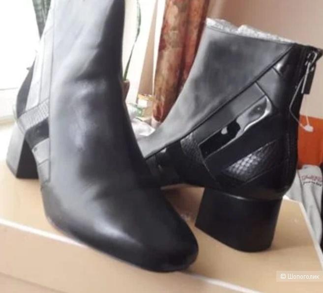 Ботинки MICHAEL KORS. Размер 41.