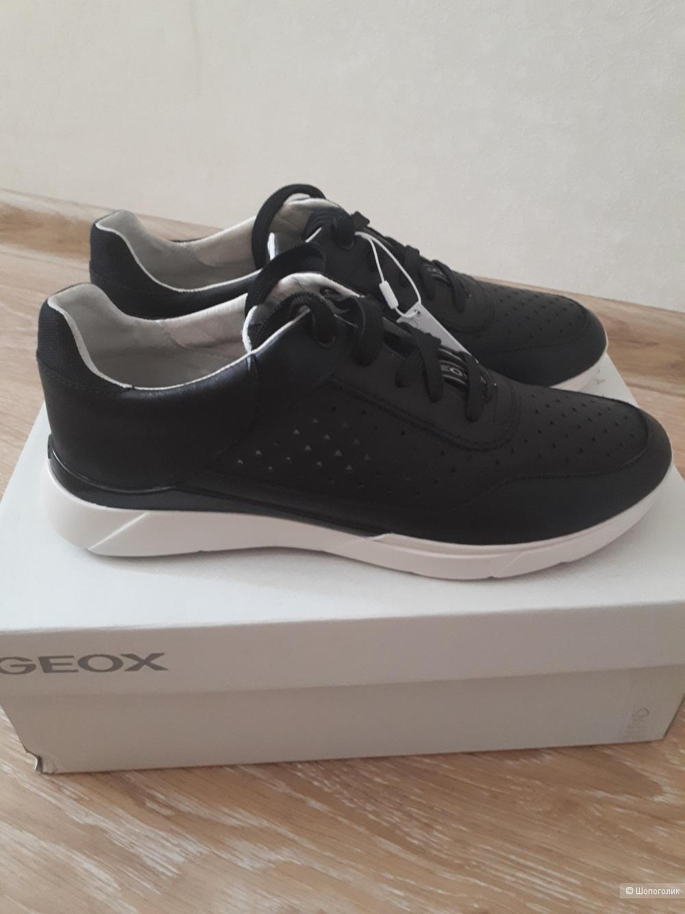 Кроссовки Geox, размер 38
