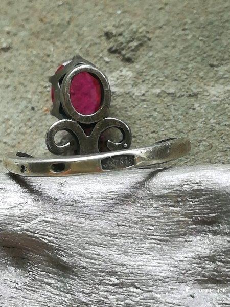 Серебряное кольцо с рубином, 16 р-р