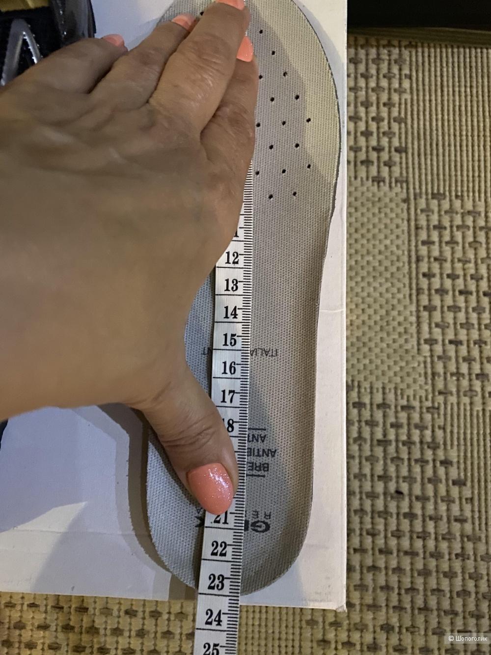 Детские мигающие кроссовки GEOX, размер 35. По стельке 23 см