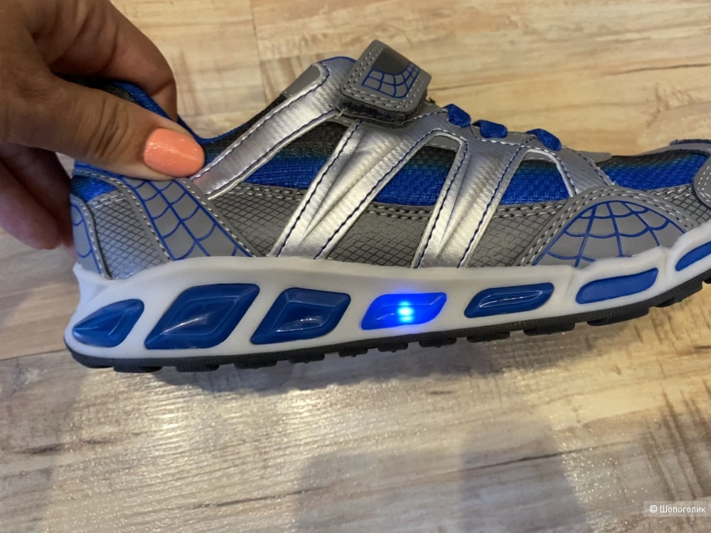 Детские мигающие кроссовки GEOX, размер 34. По стельке 22 см