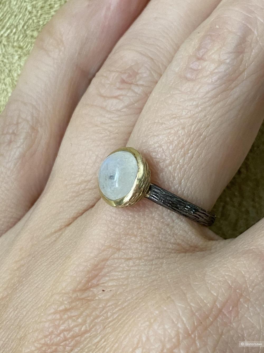 Кольцо из серебра с лунным камнем, размер 17,5.