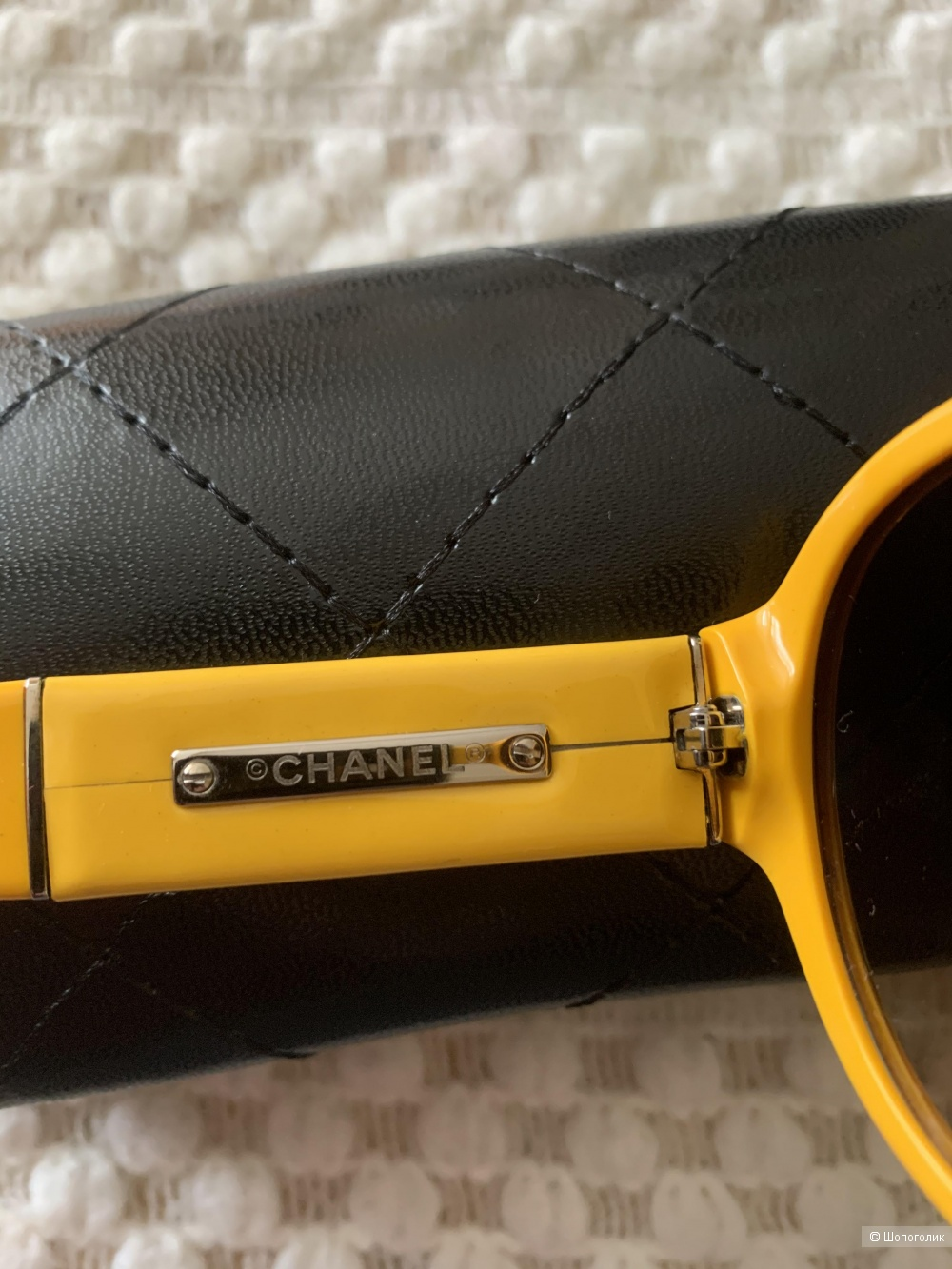 Очки Chanel.