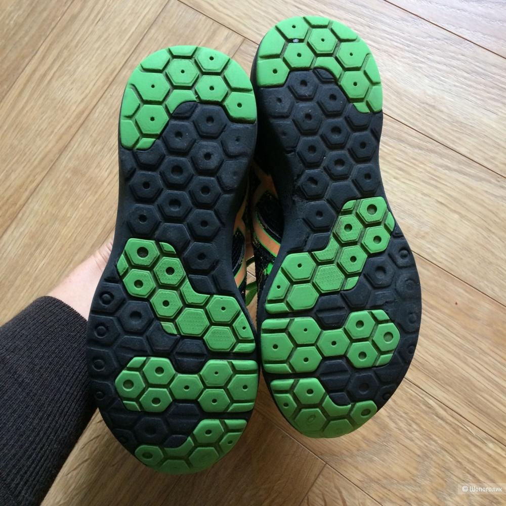 Детские кроссовки Asics, размер 33,5