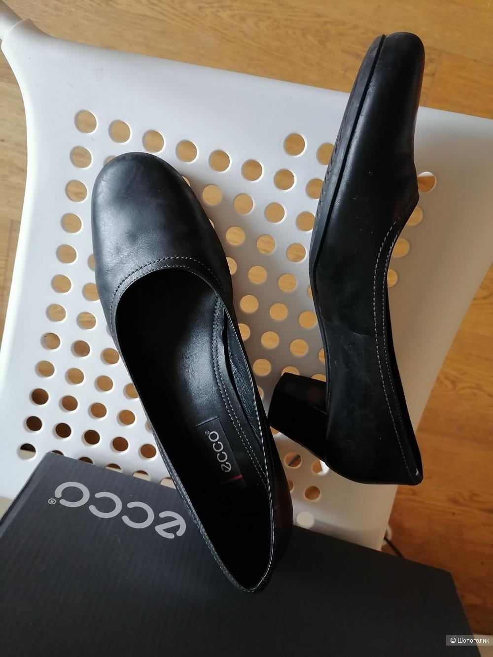 Кожаные туфли экко 40 размера