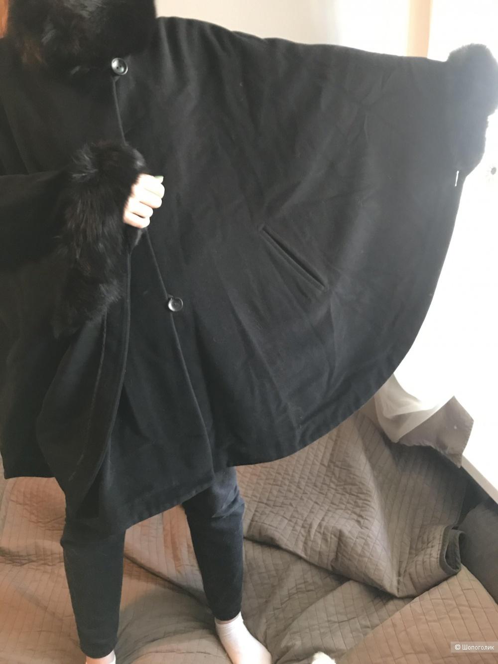 Пристраиваю пальто-кейп в идеальном состоянии ,    верх шерсть, подкладка синтетика, воротник и рукава настоящая норка )) очень нарядное и тёплое ))