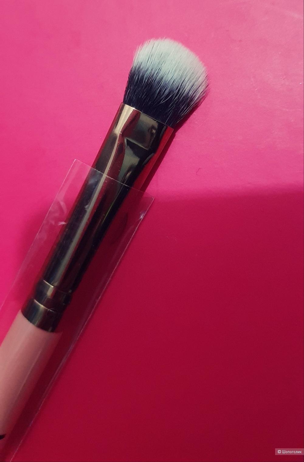 Luxie 209 large shader brush