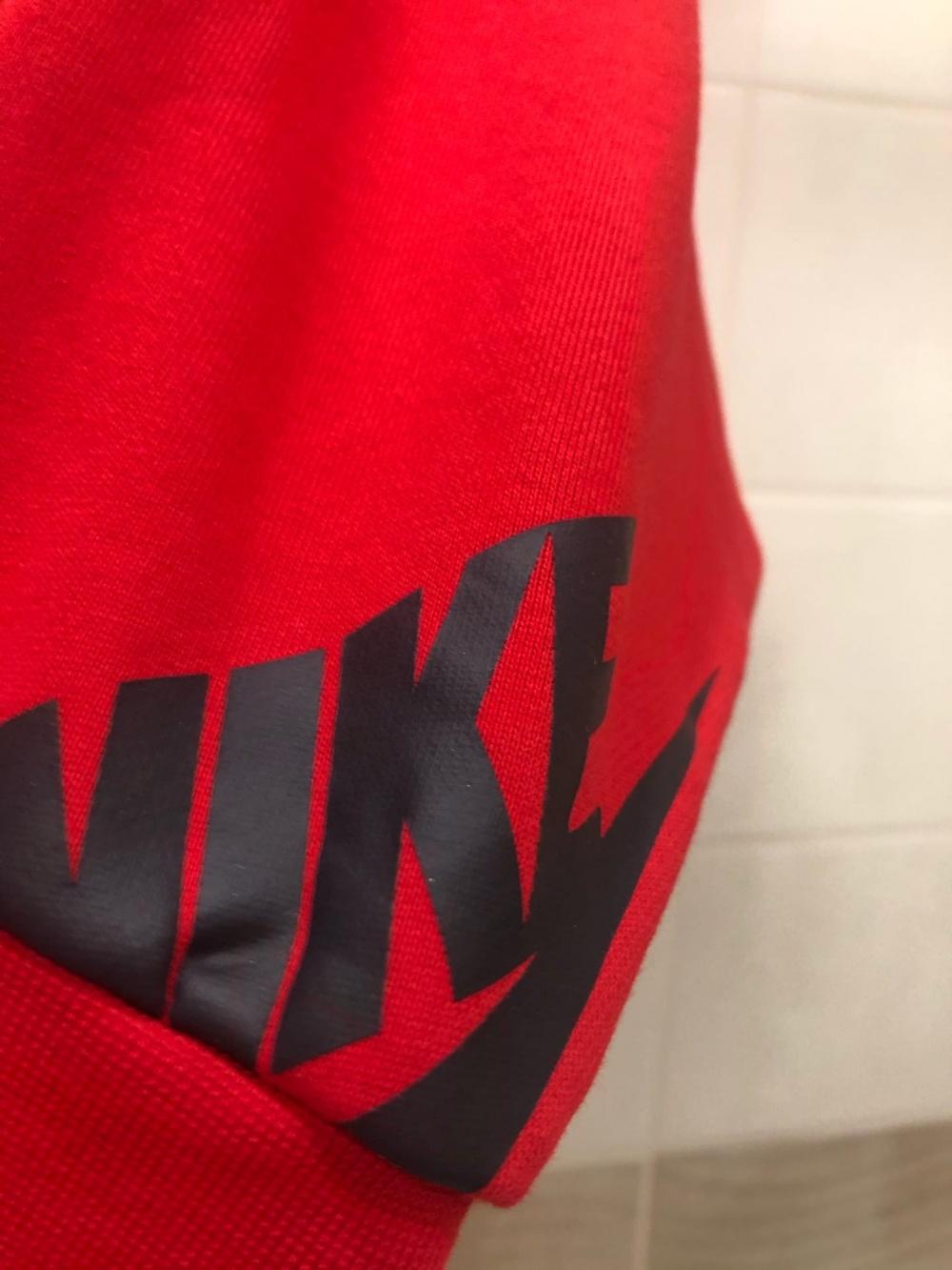 Свитшот  Nike. Размер SX-M.
