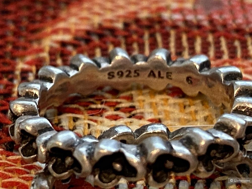 Кольца из серебра, размер 16,5.