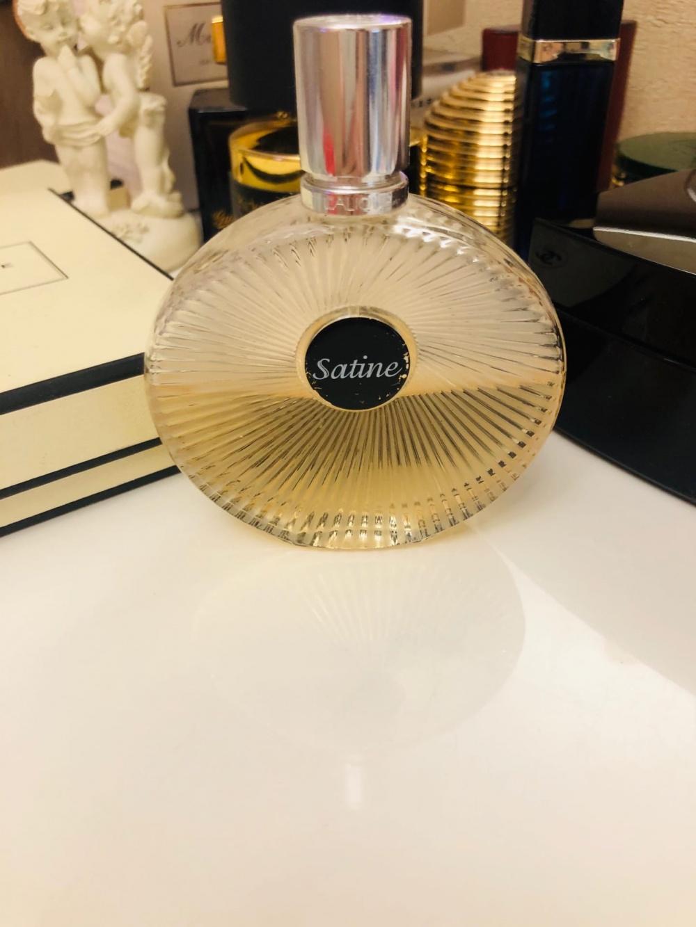Парфюм  Lalique Satine.
