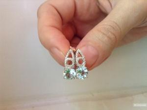 Серебряный комплект: кольцо и серьги с натуральными топазами.