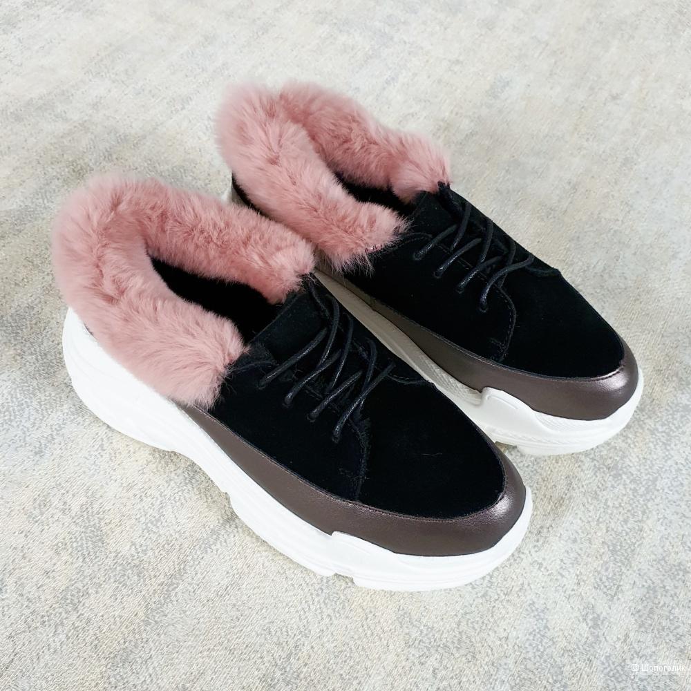 Зимние кроссовки женские 36\37\38 размер
