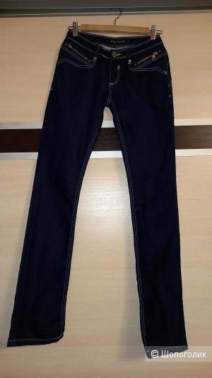 Джинсы Prada 40-42 размер