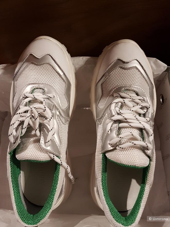 Женские кроссовки ABRICOT 38  на 37