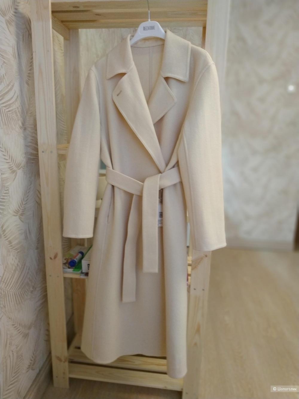 Пальто из коллекции UNIQLO x Ines de la Fressange