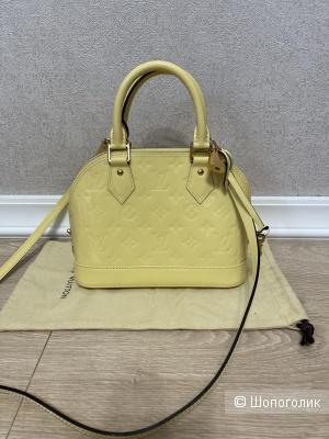 Сумка Louis Vuitton размер 23,5 см на 17,5 см