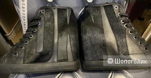 Сникерсы DKNY, размер 7,5US/38EUR. По стельке 25 см