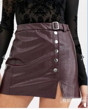 Бордовая мини-юбка из искусственной кожи с пуговицами Bershka.