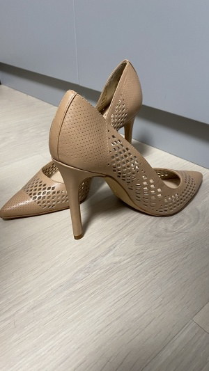 Кожаные туфли Vince Camuto размер 39
