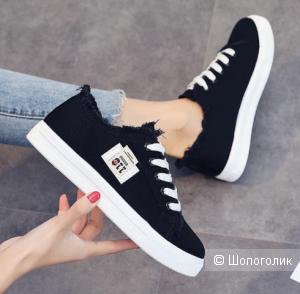 Кроссовки на шнуровке для женщин