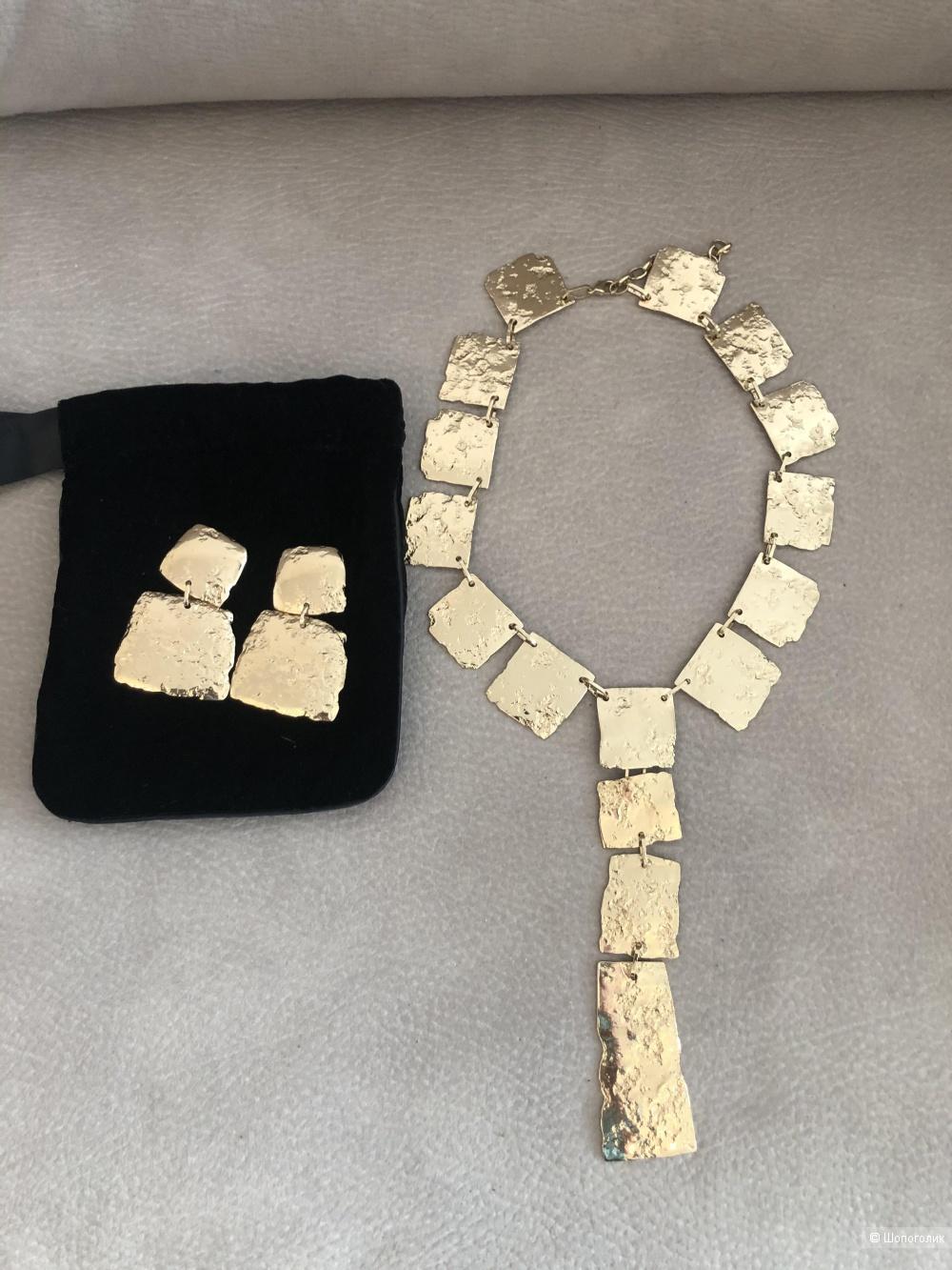 Сет бижутерии  серьги и ожерелье Max Mara.