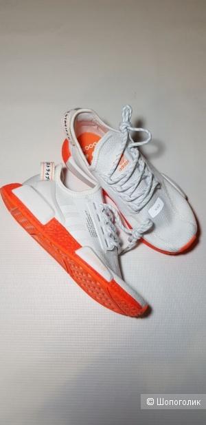 Кроссовки Adidas  NMD R1 V2 реплика размер 39