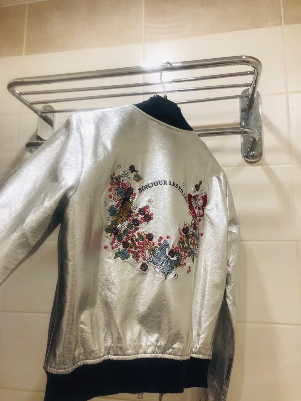 Бомбер Zara Silver Leather Jacket Bonjour Les Filles. Размер XS-S.