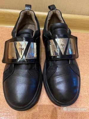 Ботинки Кроссовки Cesare Paciotti кожаные 35 размер