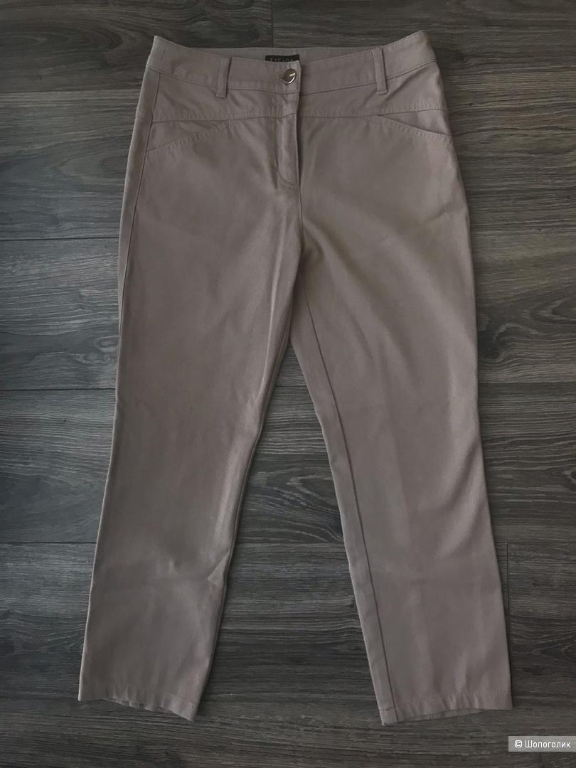 Сет из двух штанов размера 42-44 : Massimo Dutti размер 26 + Escada размер произв. 34