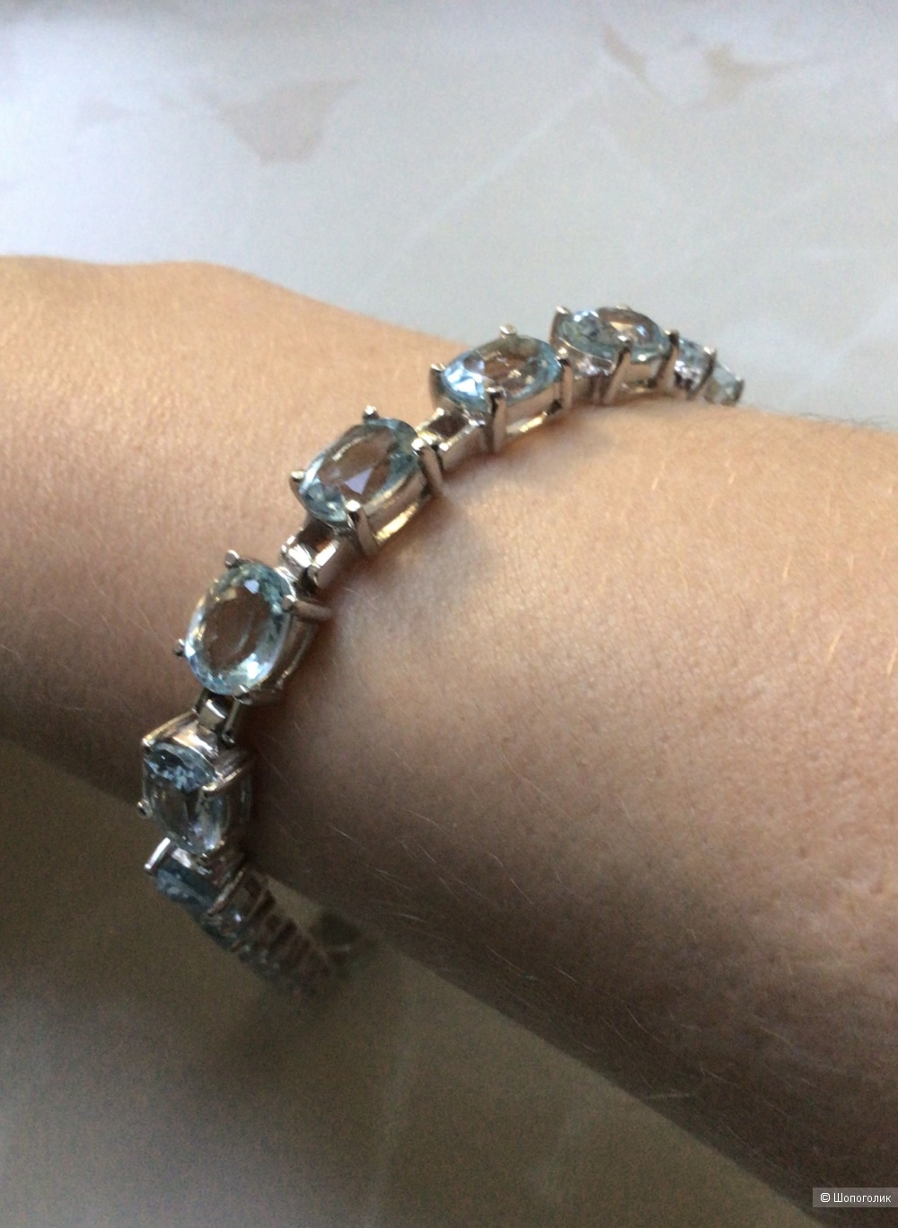 Серебряный браслет с голубыми топазами, размер 18,5