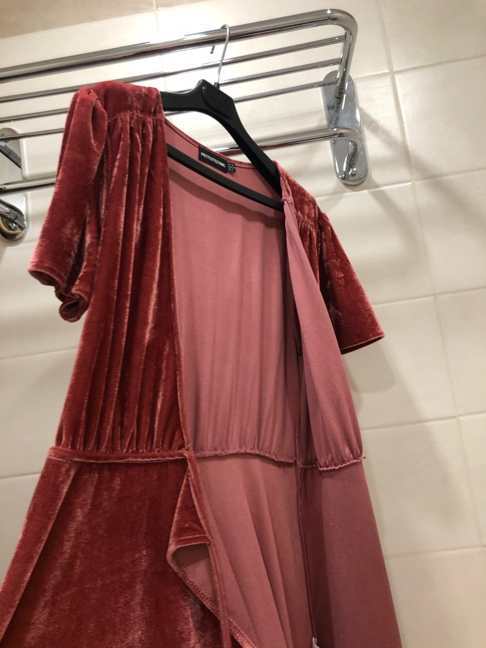 Платье PrettyLittleThing. Размер S-M.