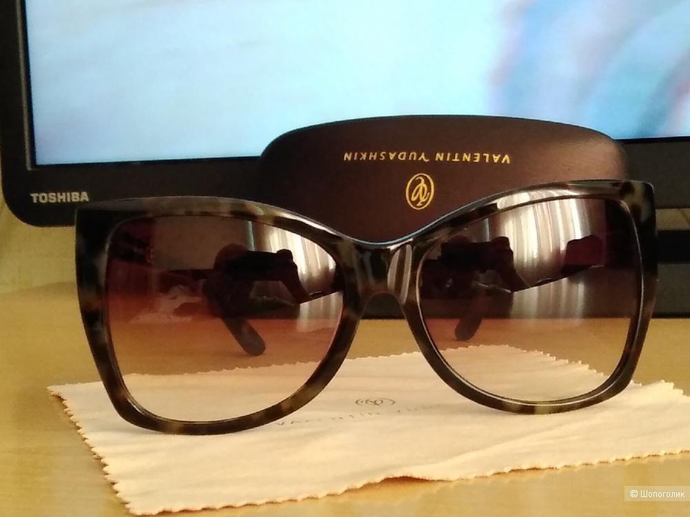 Солнцезащитные очки Valentin Yudashkin (Mod: VY36-C2).