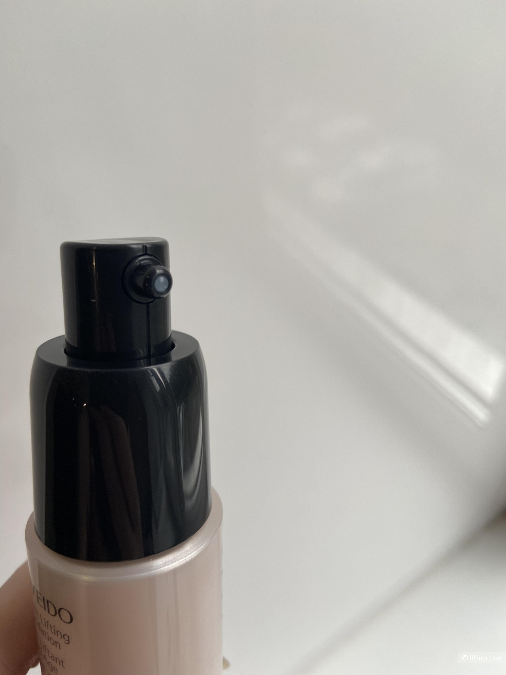 Тональное средство с лифтинг-эффектом Shiseido