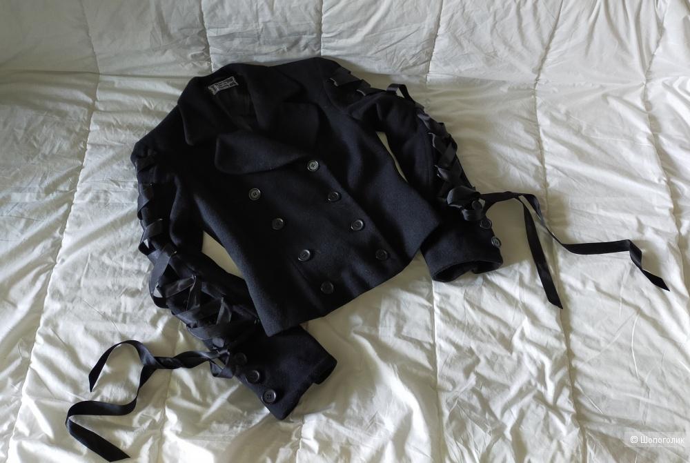 Пальто Laughing vampire s-m размер