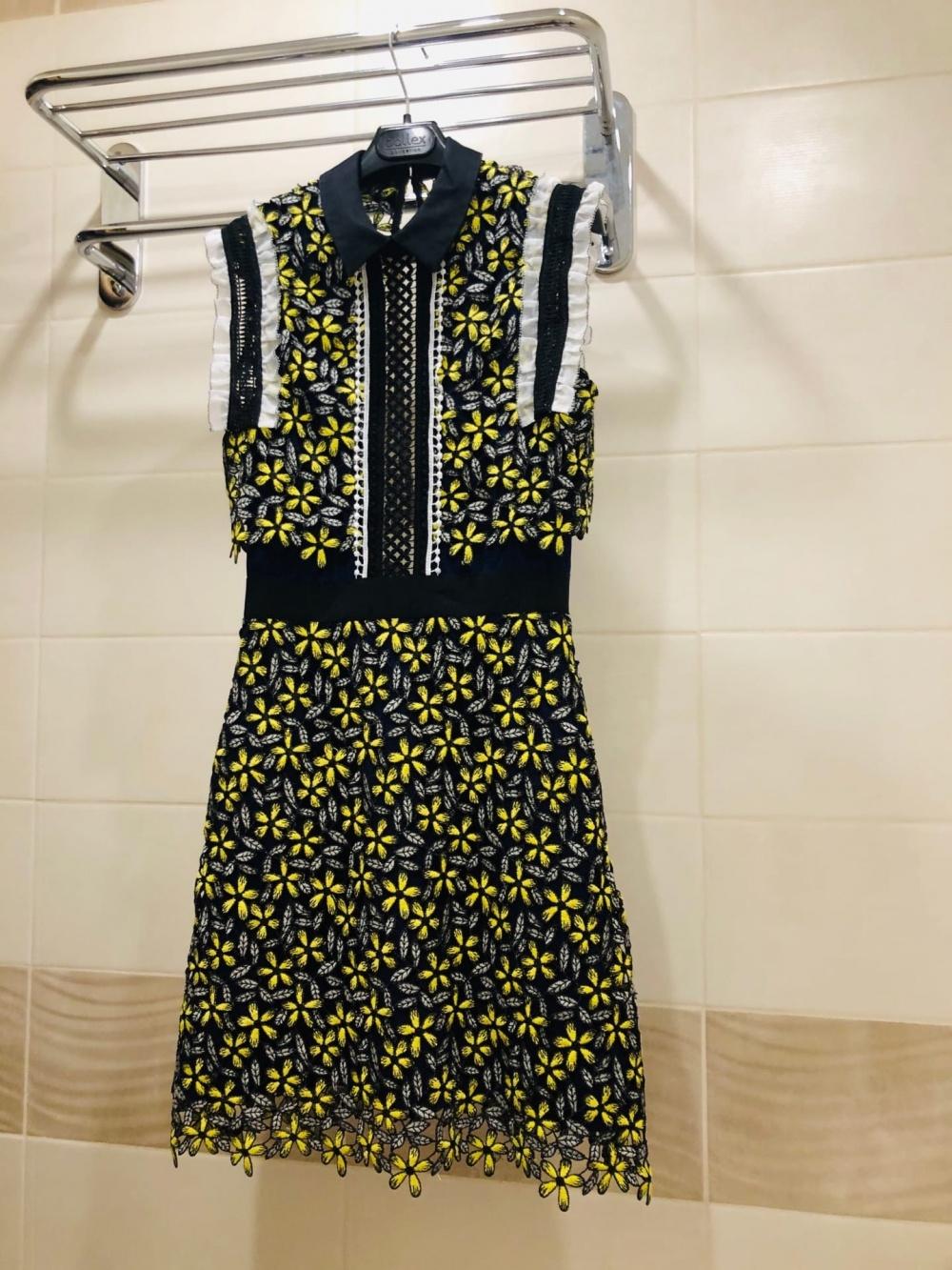 Платье Self-Portrait Eleina Sculpted Daisy Guipure Dress.Размер  US 4/UK 8.