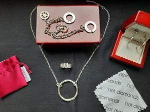 Серьги,колье ,браслет ,2 подвески и кольцо с бриллиантами.