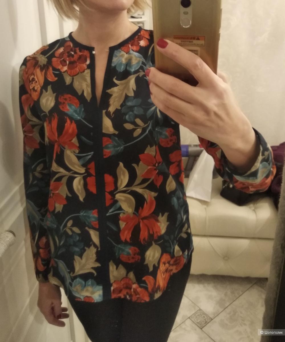 Блуза Zara размер S, тёмно-синяя в цветы.