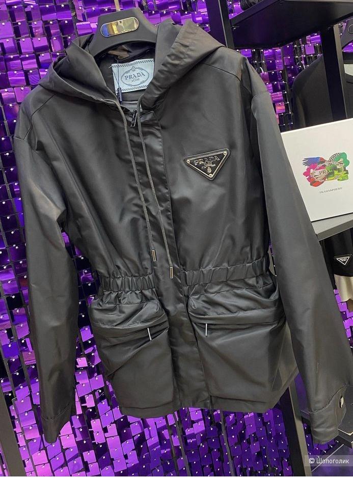 Женская куртка под Prada р.S