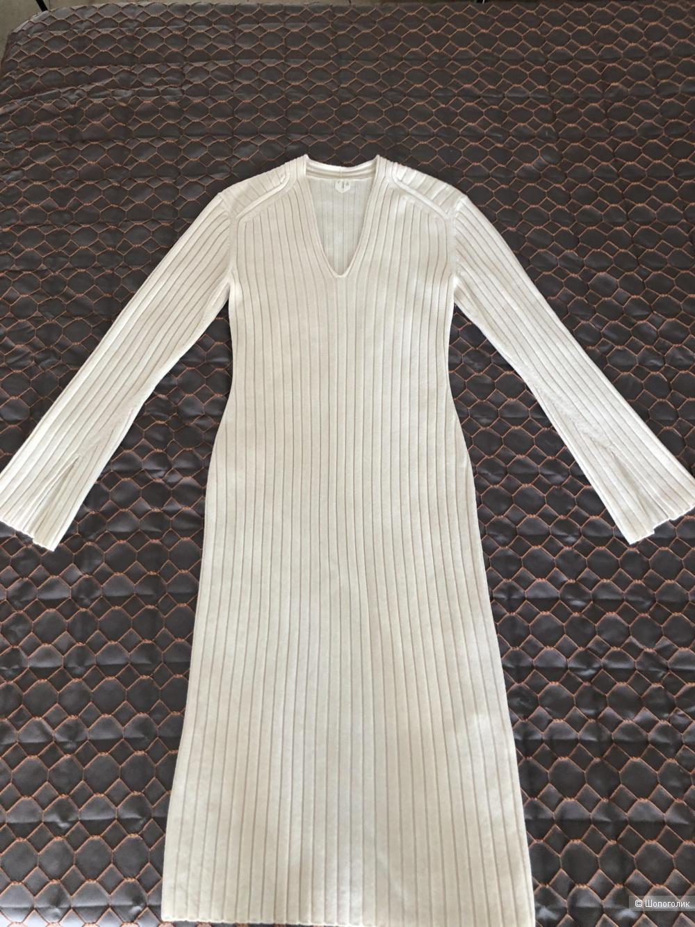 Платье Arket. Размер М.