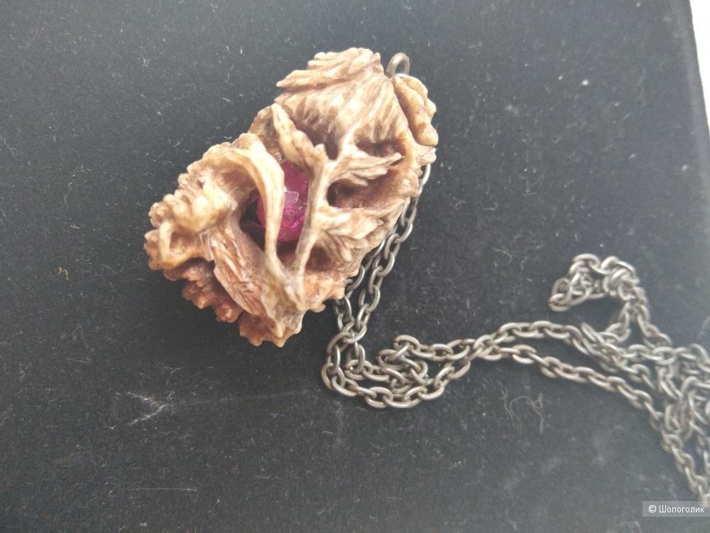 Кулон с секретом из кости мамонта