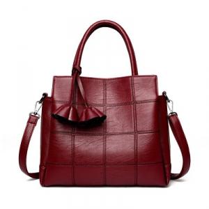 caa17f9bd380 Заказала сумку маме, посмотрю модельки и себе в следующий заказ запишу.  Сумка точь в точь как на фото продавца, мягенькая, подозреваю, что кожа  прессованная ...