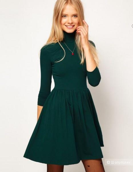 Платье с закрытым горлом