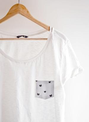 И шить совсем необязательно: декоративный карман для белой футболки