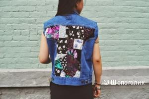 Работаем с пэчворком: красочная вставка на джинсовой жилетке